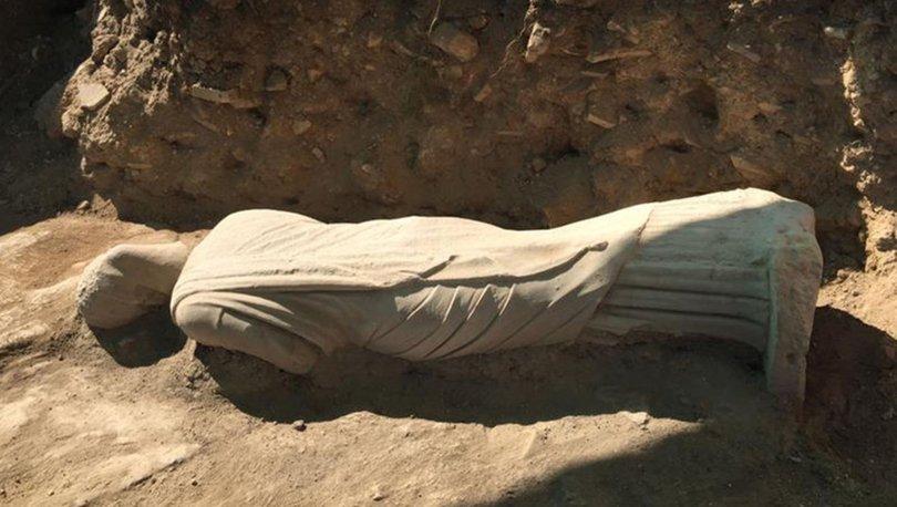 1700 yıllık kadın heykeli