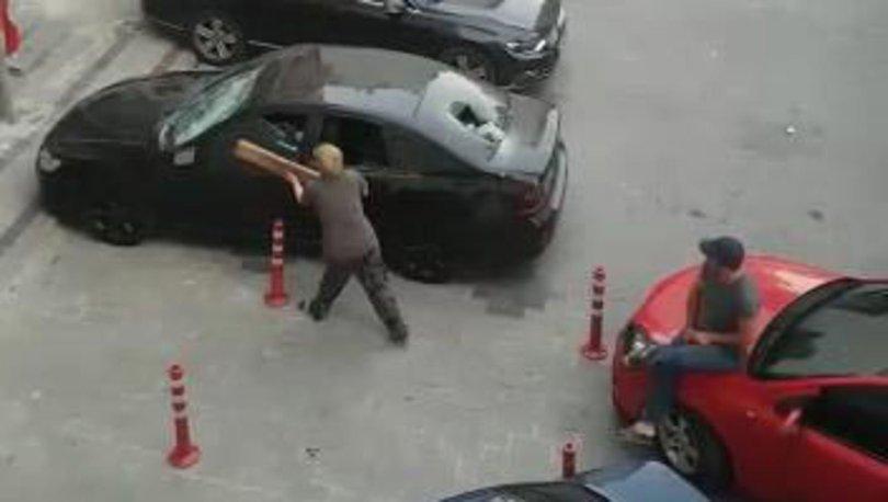 Silivri'de kavgalı oldukları ailenin otomobilini böyle parçaladılar