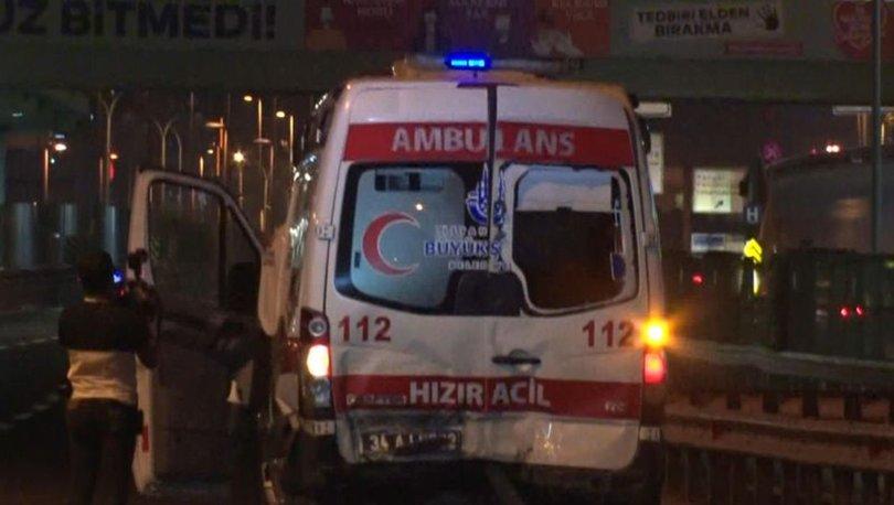 İstanbul'da otomobil ambulansa çarptı: 1 ağır yaralı