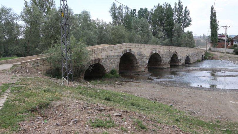 Roma döneminden kalan köprü hala kullanılyor