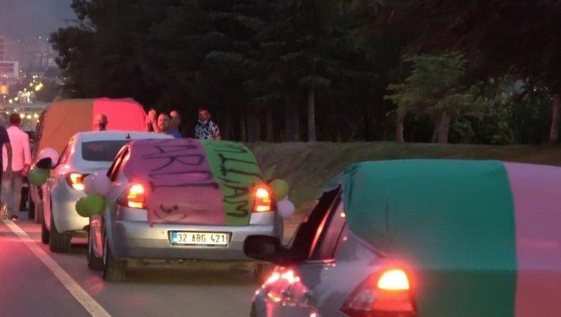Isparta32spor taraftarları 3. Lig'i konvoy ile kutladı