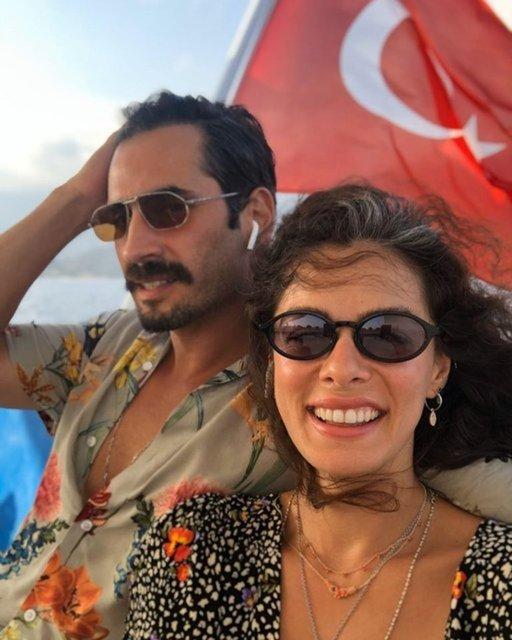 Özge Özpirinçci ile Burak Yamantürk'ten aşk pozu - Magazin haberleri