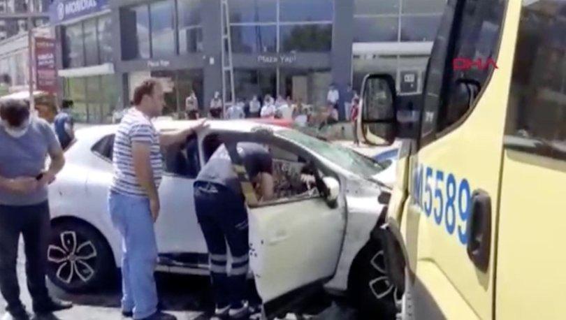 Esenyurt'ta yolcu minibüsü otomobile çarptı: 7 yaralı - Haberler