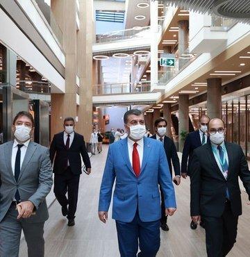 Sağlık Bakanı Fahrettin Koca, Başakşehir Çam ve Sakura Şehir Hastanesini ziyaret etti