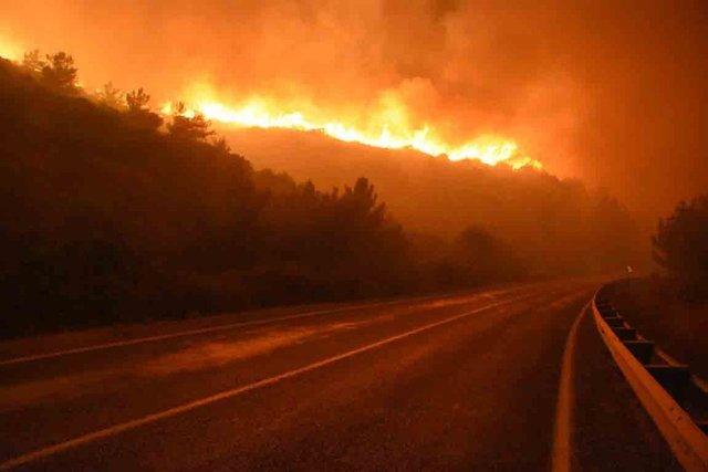 İzmir'deki yangın büyüyor!