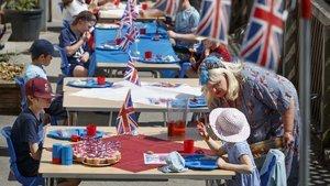 İngiliz uzmanlardan okulların açılmasına yönelik uyarı!