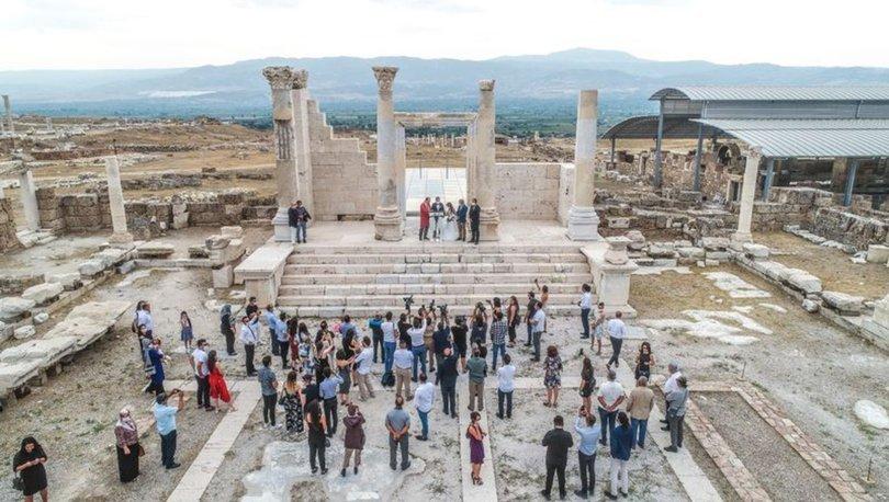 Arkeolog çift 7 bin 500 yıllık antik kentte dünyaevine girdi