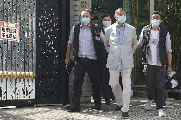 Hong Kong'da muhalif medya patronu gözaltına alındı!