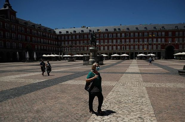 Almanya, İspanya'da iki bölgeyi daha riskli ilan etti!