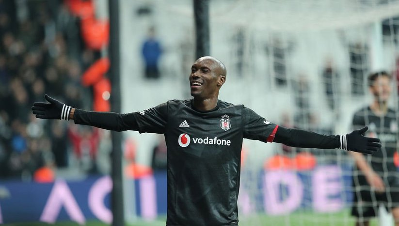 Atiba 1 yıl daha Beşiktaş'ta
