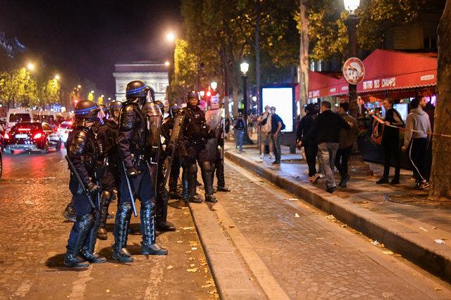Paris'te olaylı kutlama!