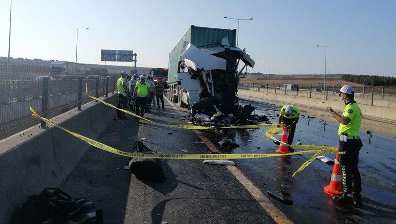 Son dakika haberler... TEM'de TIR ile kamyon çarpıştı: 1 ölü
