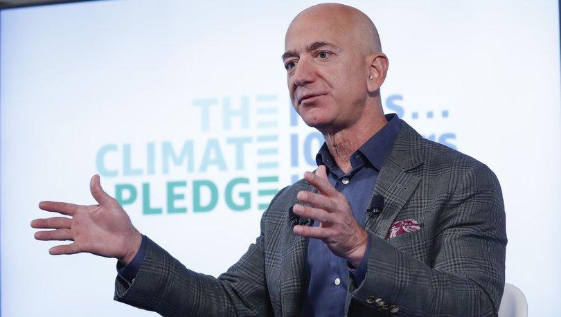 Jeff Bezos'un evinin önüne giyotin kurdular!