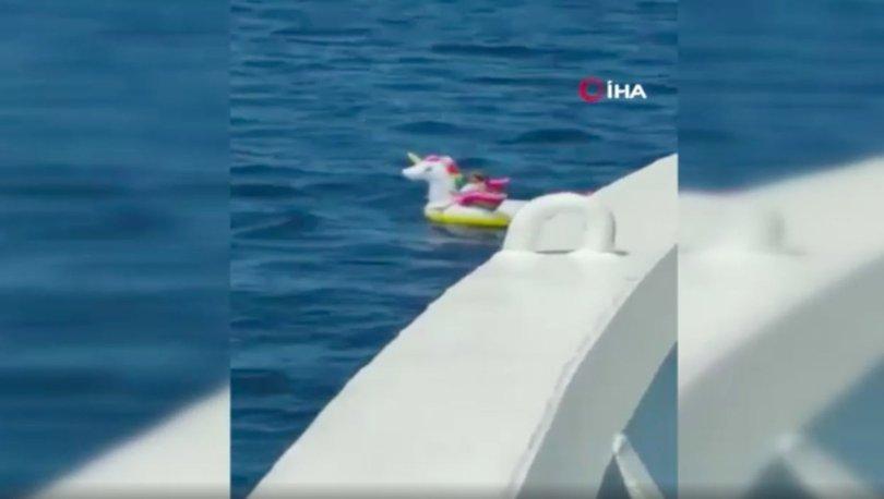 Yunanistan'da deniz simidiyle akıntıya kapılan çocuk kurtarıldı!