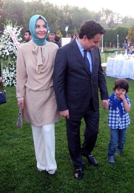 Babacan çiftinin oğulları Emir ile 2014 yılında gittikleri bir düğünden.