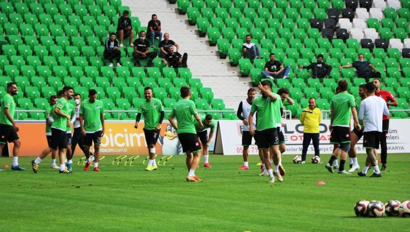 Sakaryaspor'da 2 futbolcunun Kovid-19 testi pozitif çıktı
