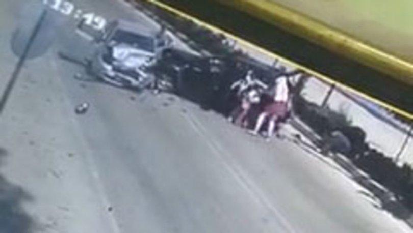 Adana'da iki otomobil kafa kafaya çarpıştı