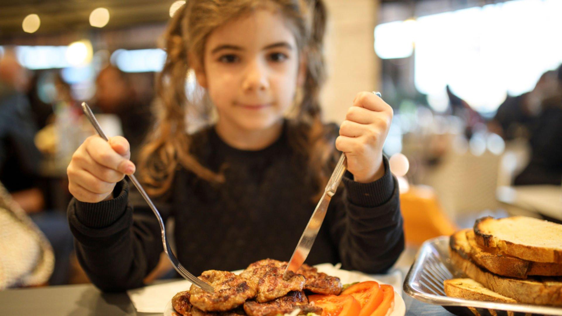 Kırmızı et çocuklar için gerçekten zararlı mı?