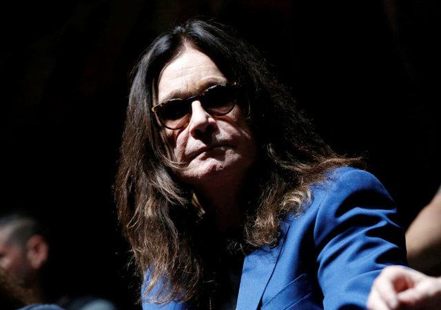 Parkinson'a yakalanan Ozzy Osbourne bastonla yürüyor - Magazin haberleri