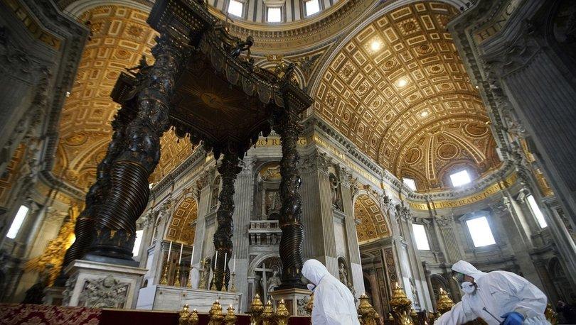 Vatikan'da ilk kez üst düzey yetkili Kovid-19'a yakalandı!