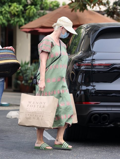 Katy Perry, doğum sonrası ilk kez dışarda görüntülendi - Magazin haberleri