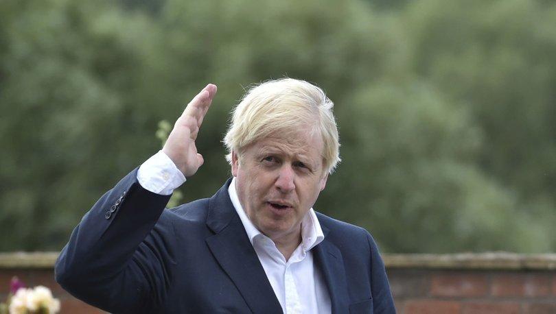 İngiltere Başbakanı Johnson'ın oğlu için düzenlediği gizli vaftiz törenine tepki