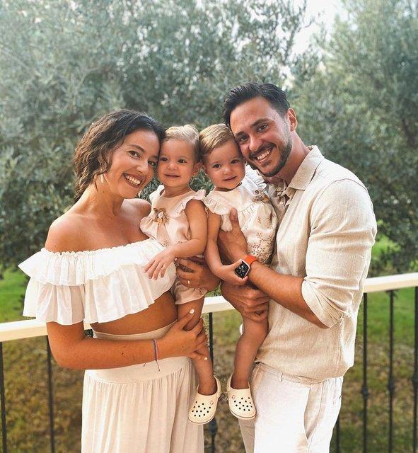 Pelin Akil ile Anıl Altan'dan aile pozu - Magazin haberleri