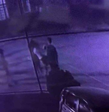 Oğluna tekme atan çocuğu feci şekilde dövdü