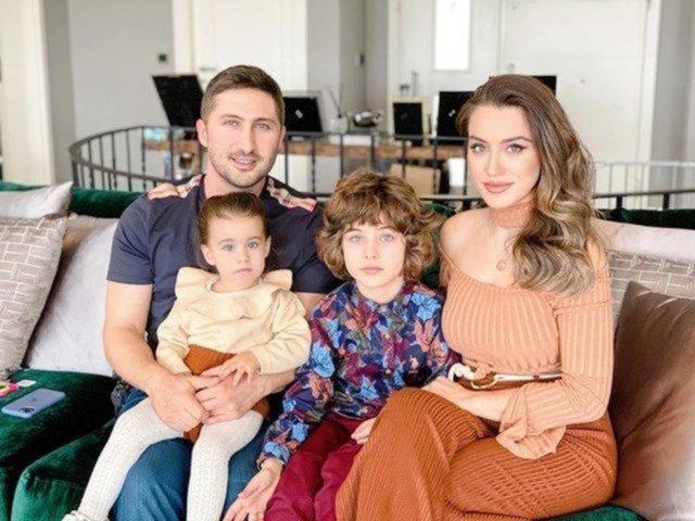 Sabri Sarıoğlu-Yağmur Sarıoğlu çifti üçüncü bebeklerini kucaklarına aldı - Magazin haberleri