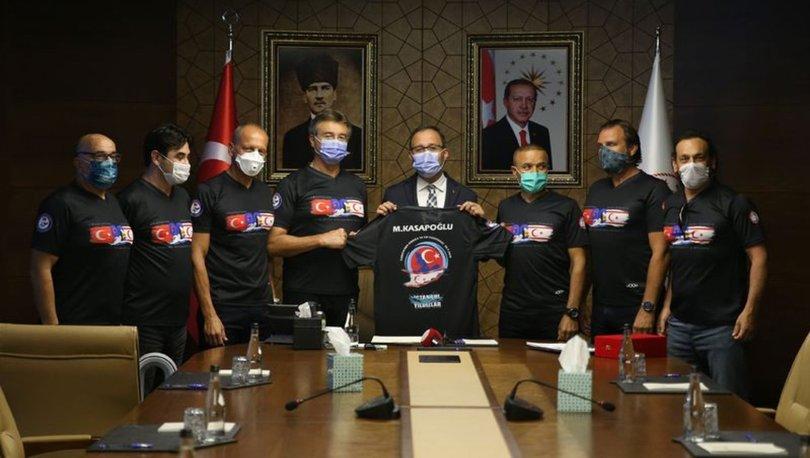 Bakan Kasapoğlu, KKTC'ye kadar yüzen sporcularla bir araya geldi