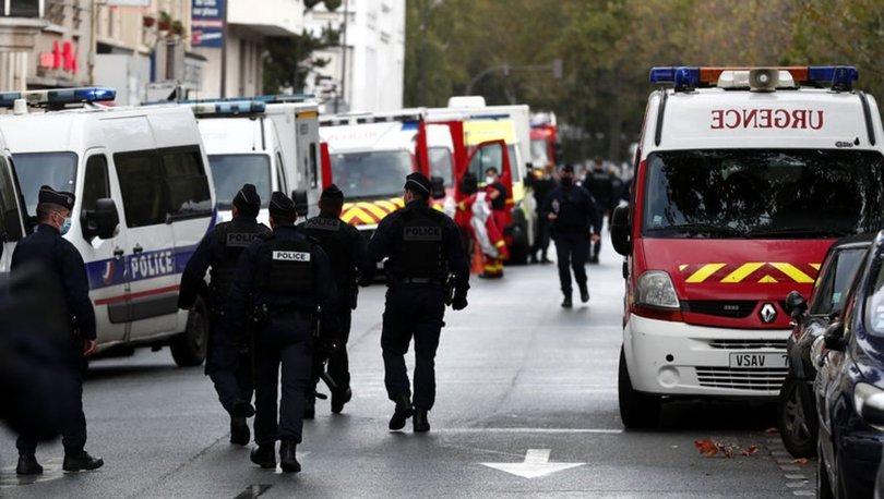 Son dakika! Fransa'da Charlie Hebdo yakınlarında bıçaklı saldırı!