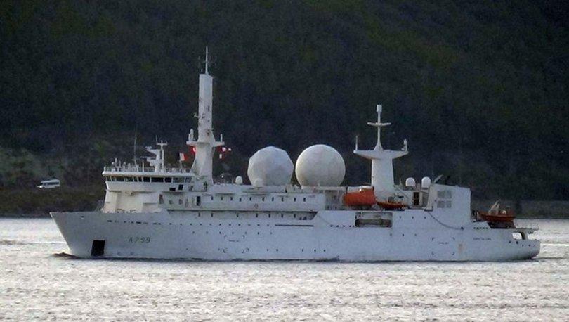 Fransız savaş gemisi İstanbul Boğazı'nın ardından Çanakkale Boğazı'ndan geçti