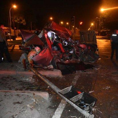 Adana'da otomobil ile midibüs çarpıştı!