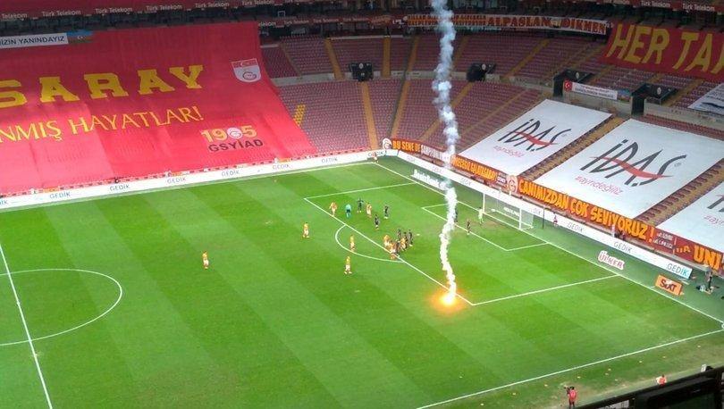 Seyircisiz Galatasaray - Fenerbahçe derbisinde sahaya meşale!