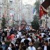 İstiklal Caddesi yine tıklım tıklım!