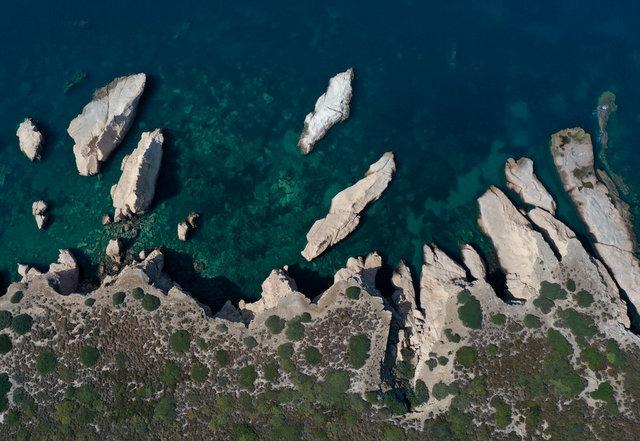 'Denizin peribacaları' görenleri büyülüyor