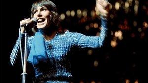 """Helen Reddy: Feminist hareketle özdeşleşmiş şarkılardan """"I Am Woman""""ın yazarı Avustralyalı şarkıcı hayatını ka"""