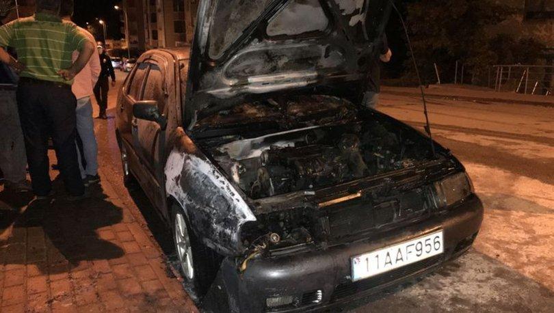 Bilecik'te park halindeki araç alev alev yandı