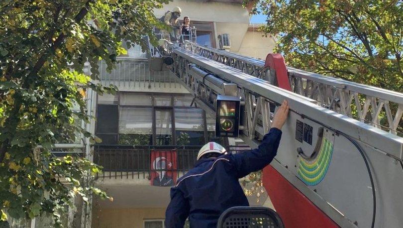 Kadıköy'de 3 katlı bir apartmanda çıkan yangın paniğe neden oldu