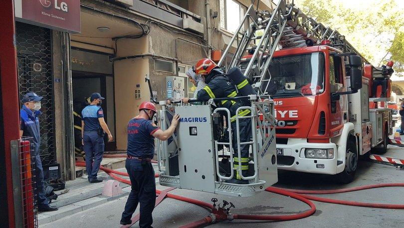 Bodrum katta çıkan yangında mahsur kaldılar!