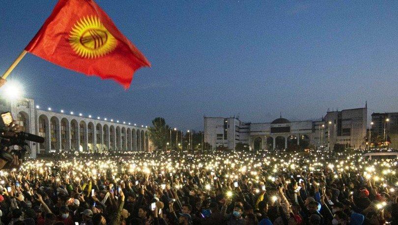 Son dakika... Kırgızistan'da göstericiler Cumhurbaşkanlığı Sarayını ve parlamentoyu işgal etti