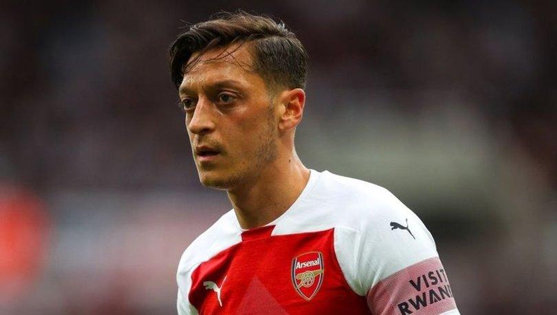 Mesut Özil, Arsenal'ın Avrupa kadrosunda yer almadı