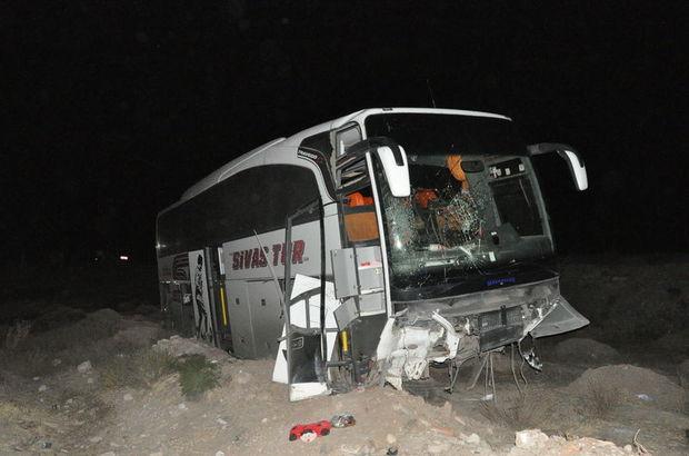 Yolcu otobüsü şarampole devrildi: Yaralılar var