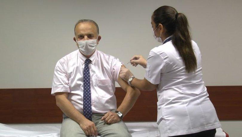 Dekan aşı gönüllüsü oldu