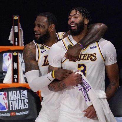 Los Angeles Lakers küllerinden doğdu
