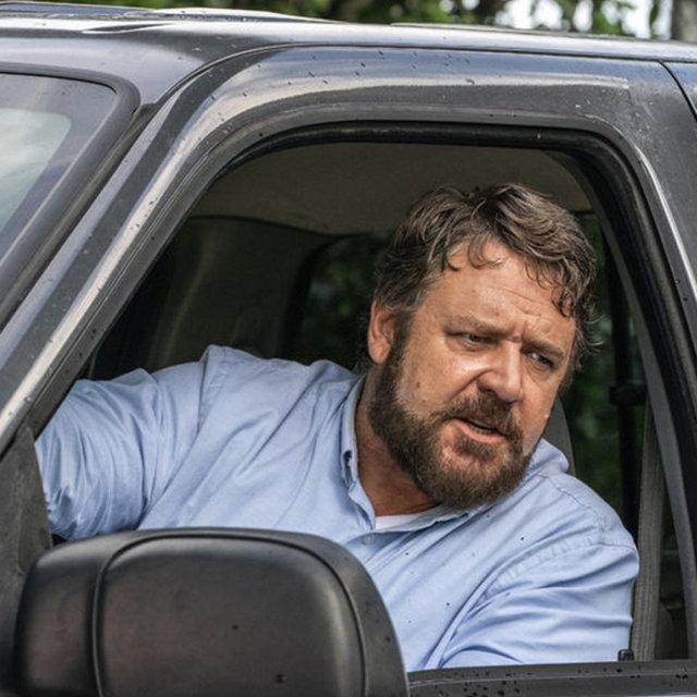Russell Crowe göbeğinden kurtulmaya çalışıyor - Magazin haberleri