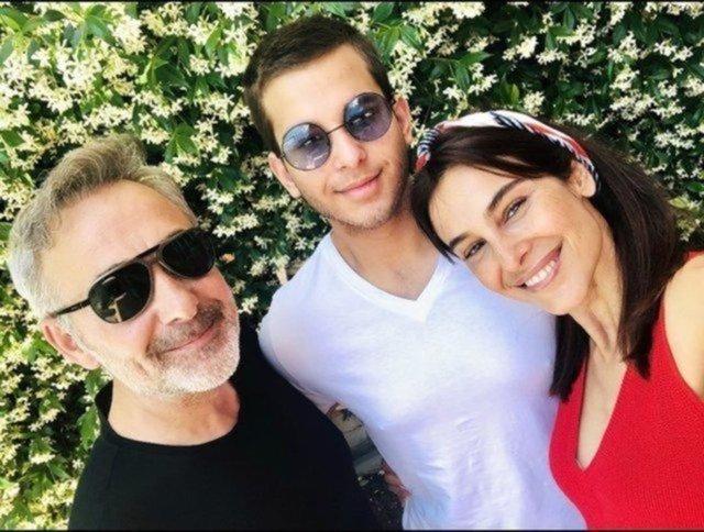 Arzum Onan-Mehmet Aslantuğ çiftinden aile pozu - Magazin haberleri