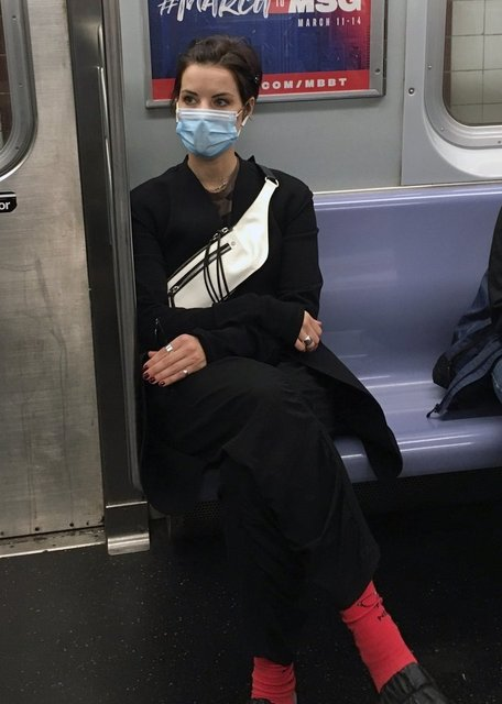 Jaimie Alexander metroda uyuyakaldı - Magazin haberleri