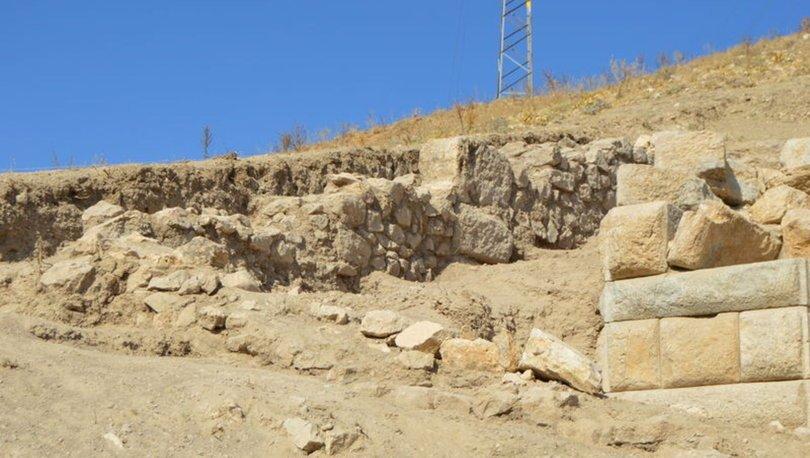Afyon'da Helenistik döneme ait duvar bulundu