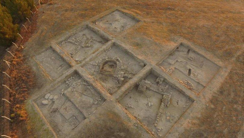 8 bin 600 yıl öncesine giden kemik iğne çıkarıldı